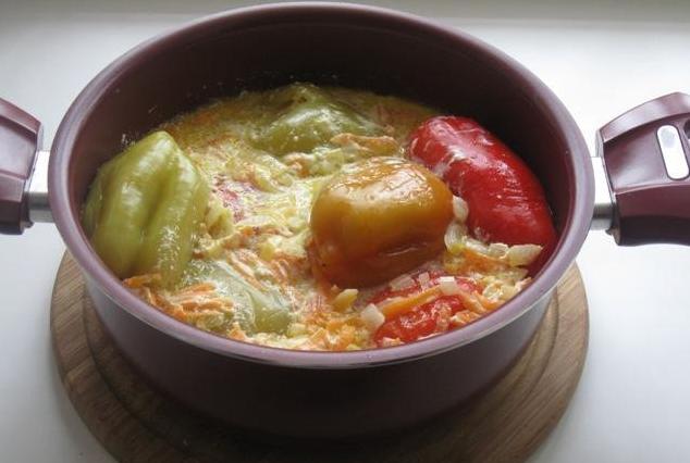 Перец с овощной начинкой в сметанном соусе