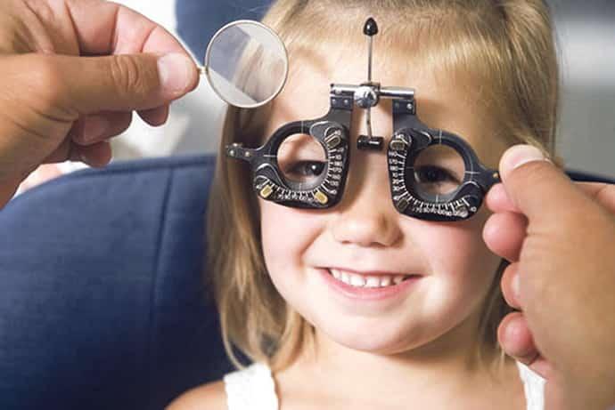 Консультация у окулиста при гиперкинезе у детей