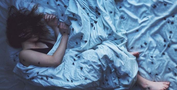 Почему человек дергается, когда засыпает – причины явления, меры профилактики