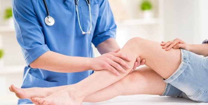 Немеет правая нога: причины, симптомы, терапевтические методики