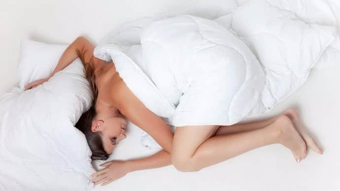 Как понять почему человек дергается когда засыпает