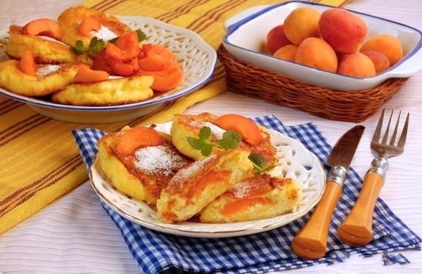 Сырники с курагой и яблоками