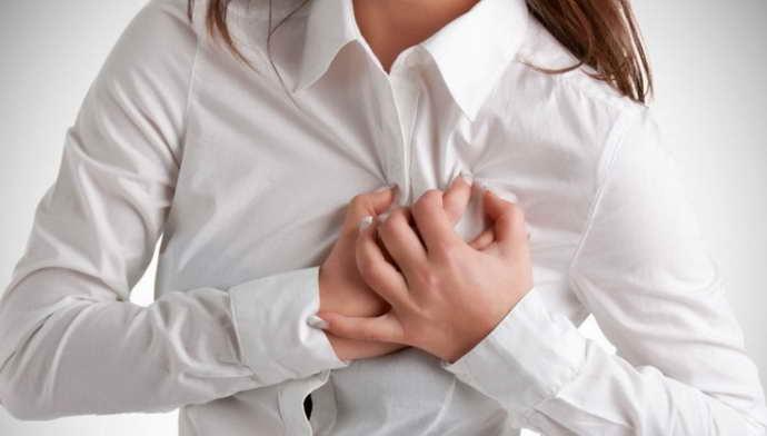 какие симптомы имеет остеохондроз между лопаток