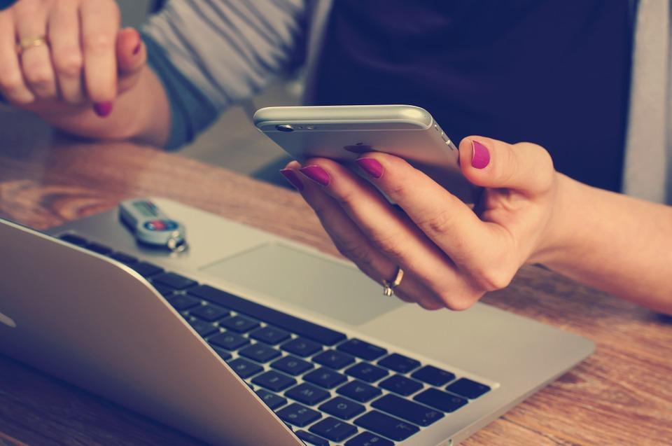 Знакомство в интернете: как общаться с девушкой смайлики