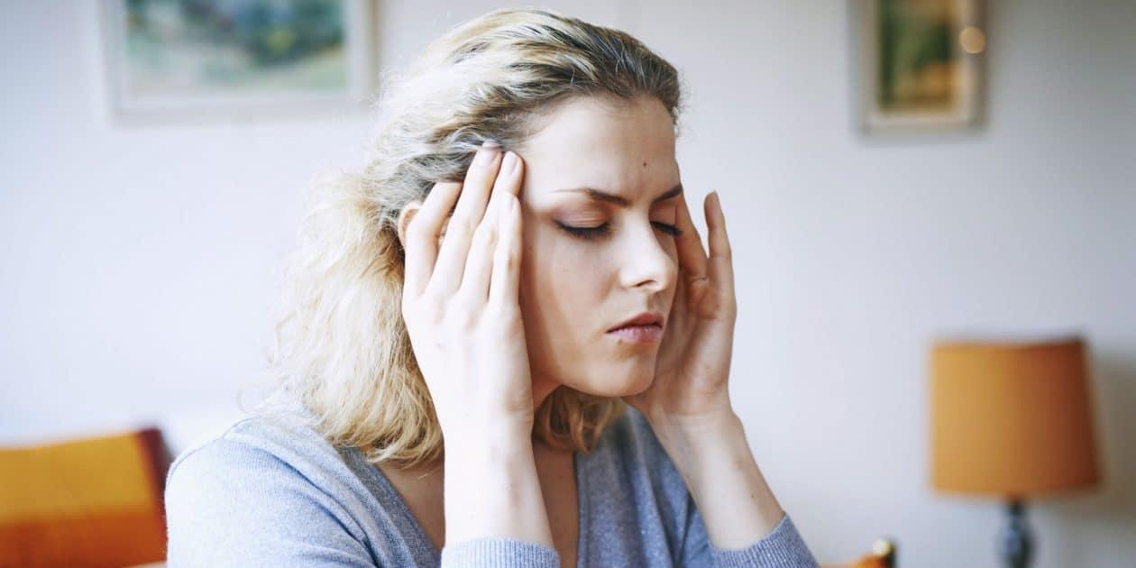 Неделю болит голова