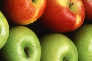 пучит живот после яблок