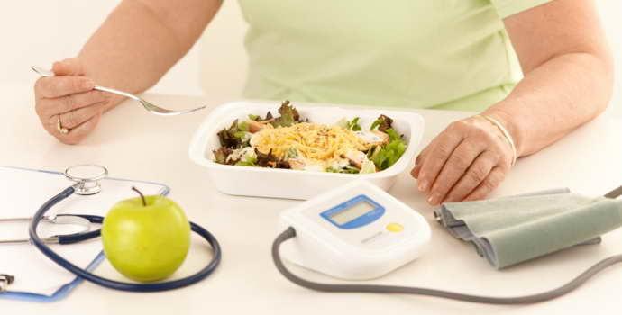 Диета после инсульта: рекомендации по питанию, разрешённые продукты
