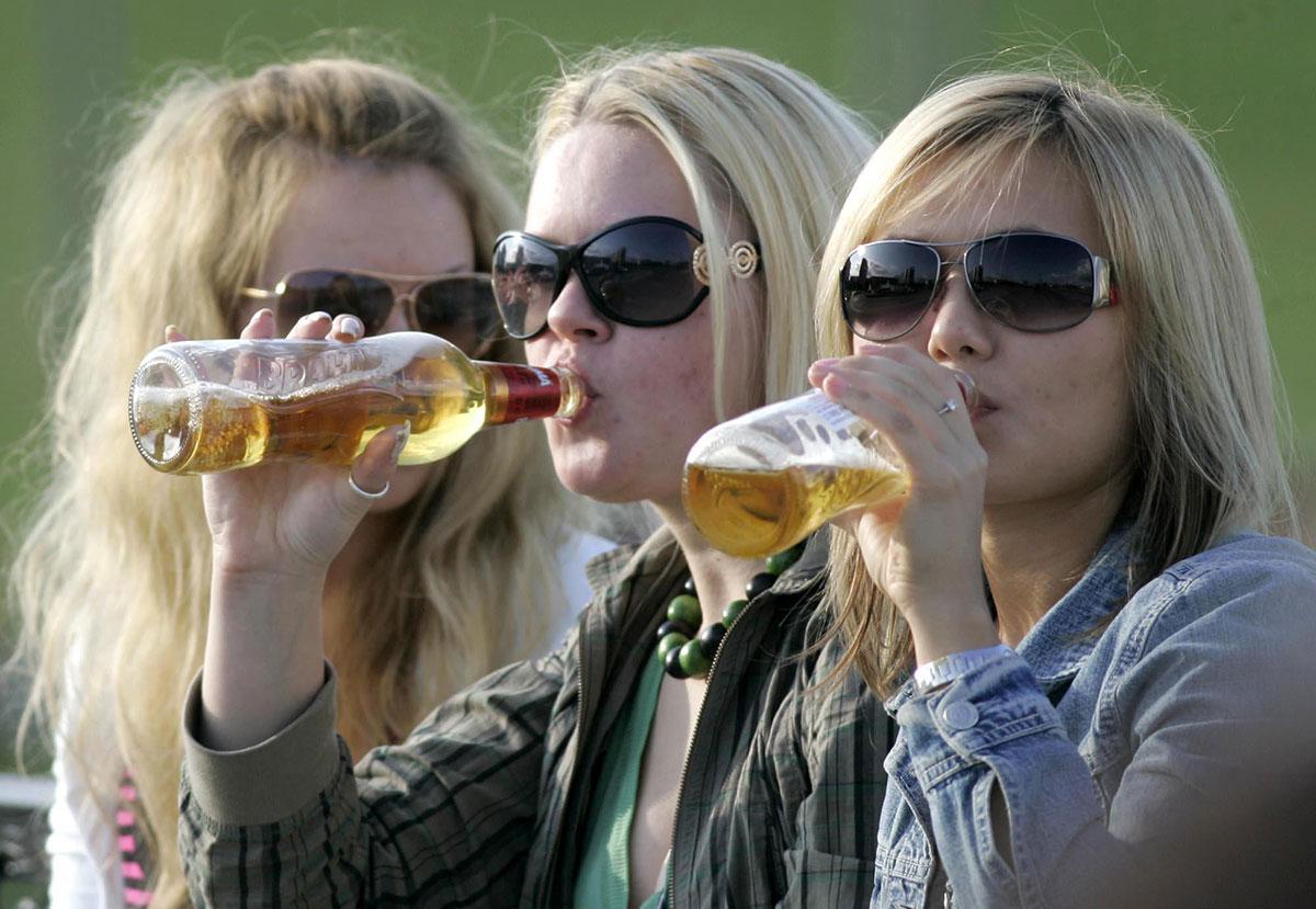 Признаки и стадии алкоголизма у женщин