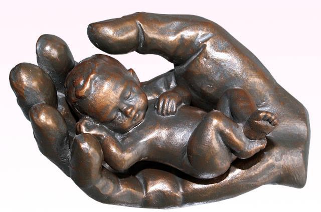 Защита ребенка в руках родителей