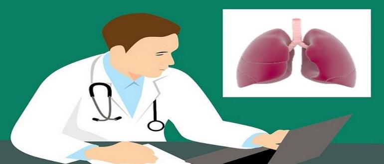 Врач составляет план проведения процедур в инфекционном очаге