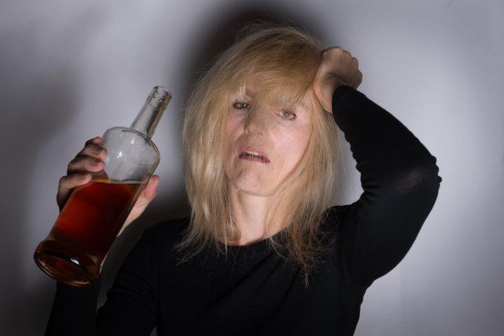 Признаки развития женского алкоголизма
