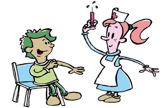 Медсестра делает пробу Диаскинтест