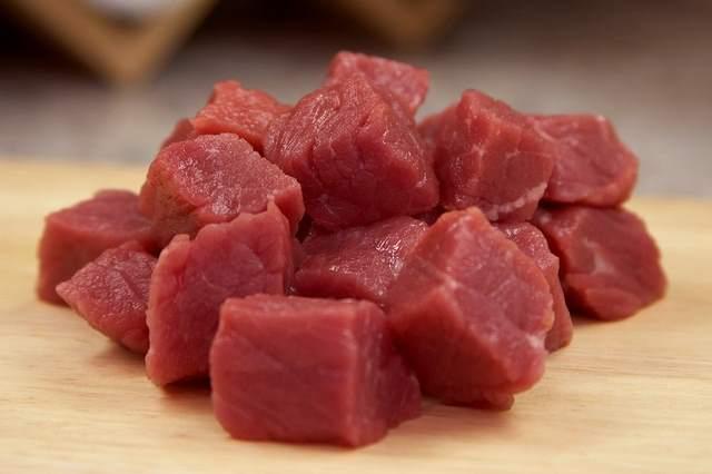 Употребление зараженного мяса может быть причиной болезни