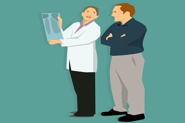 Выявить болезнь помогает ежегодное прохождение флюорографии