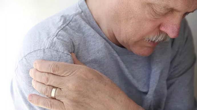 плечелопаточный периартрит и его симиптомы