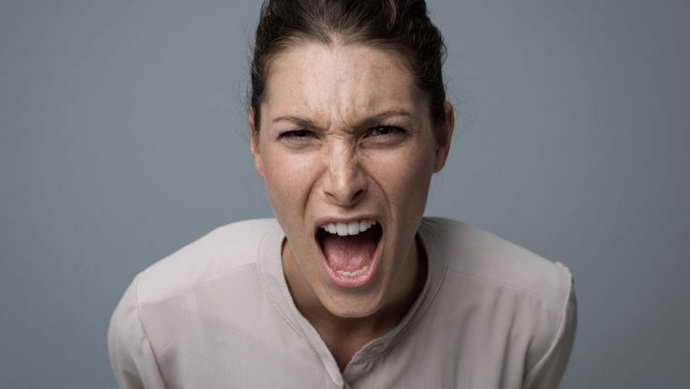 смена настроения при сотрясении мозга