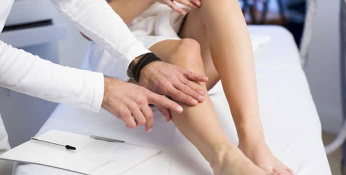 Немеет нога от бедра до колена: причины патологии