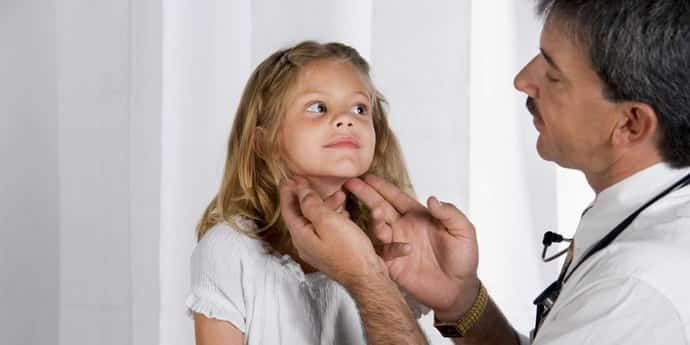 Что делать если прострелило шею у ребенка