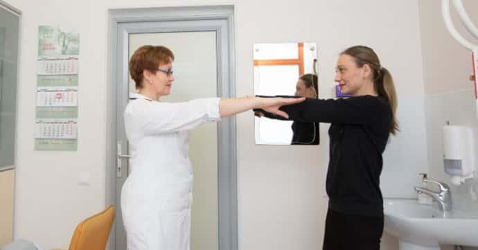 К какому врачу обратится если немеет мизинец на правой руке