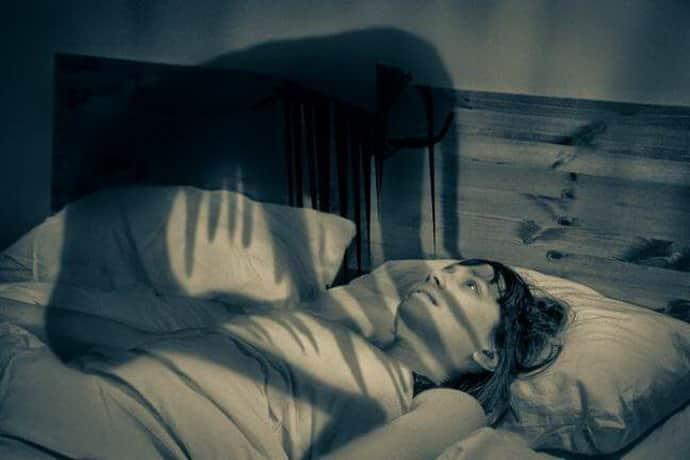 Почему возникает сонный паралич