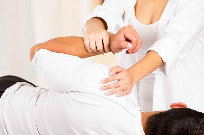 какие имеет признаки плечелопаточный периартроз