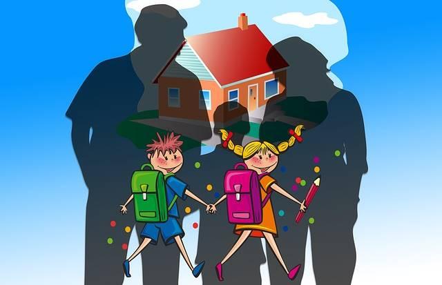 Здоровые и счастливые дети идут в школу